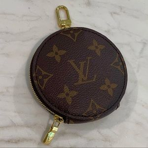 Louis Vuitton Multi Pochette Round Coin Purse